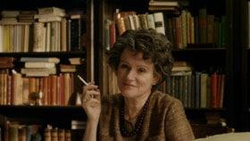 Hannah Arendt fumant dans le film de M von Trotta