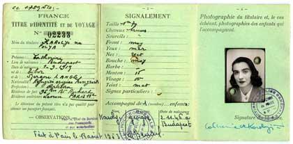 Titre d'identité et de voyage de la créatrice hongroise Catherine de Karolyi