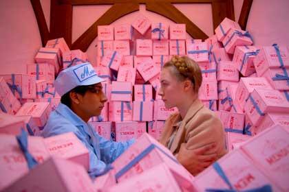 Tony Revolori et Saoirse Ronan dans The Grand Budapest Hotel