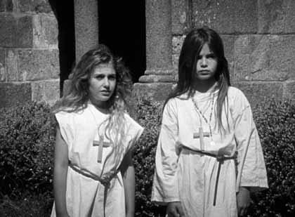 Malonn Lévana et Léana Doucet dans Les filles au Moyen-âge