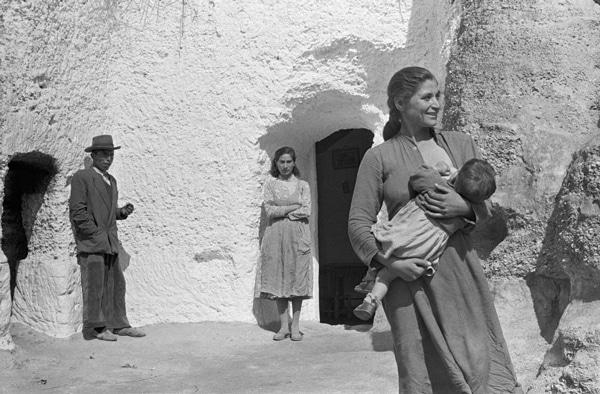 Carlos Saura, Espagne années 1950