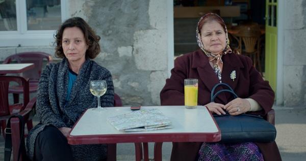 Brigitte Rouan et Milouda Chaqiq dans D'une pierre, deux coups