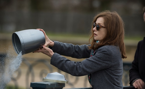 Isabelle Huppert dans Elle - Les tops 5 d'Anne Guimet
